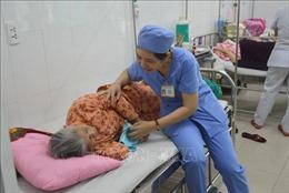 'Chị hộ lý thân thiện' ở Trung tâm Y tế quận Liên Chiểu, Đà Nẵng