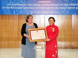 Trao Huân chương Hữu nghị tặng người phụ nữ Mỹ tích cực hỗ trợ nạn nhân da cam Việt Nam