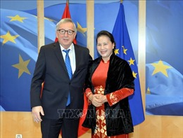 Chủ tịch Quốc hội Nguyễn Thị Kim Ngân hội kiến Chủ tịch Ủy ban châu Âu Jean-Claude Juncker
