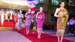 Lưu học sinh Lào vui Tết cổ truyền Bunpimay trên đất Cố đô