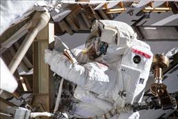 Chuyến đi bộ ngoài không gian kéo dài trên 6 tiếng của hai nhà du hành vũ trụ