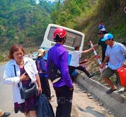 Xe khách mất phanh trên đèo Pha Đin, 4 người phải đưa đi cấp cứu