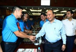 Thủ tướng Nguyễn Xuân Phúc gặp gỡ công nhân, lao động kỹ thuật cao năm 2019
