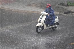 Đêm 26/5, các khu vực trên cả nước có mưa dông, đề phòng lốc, sét, mưa đá và gió giật mạnh