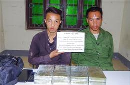 Bắt quả tang vận chuyển 8 bánh heroin từ Lào về Việt Nam