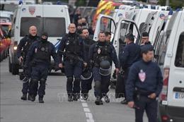 Pháp: 5 người bị một tay súng bắt làm con tin