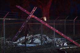 Các mảnh vỡ bốc cháy sau khi máy bay rơi, 9 người tử vong tại hiện trường