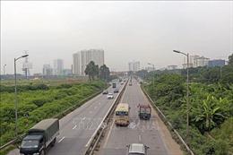 Không nhường đường cho đoàn xe ưu tiên bị phạt tiền và tước giấy phép lái xe 2 tháng