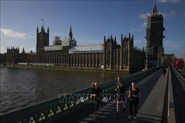 Vụ báo cháy ở Quốc hội Anh: Các nghị sĩ trở lại Điện Westminster