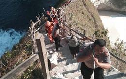 Bàn giao thi hài du khách Việt tử nạn tại Bali (Indonesia) cho gia đình