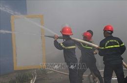 Cháy lớn tại kho chứa hơn 4.000 tấn hạt nhựa tổng hợp