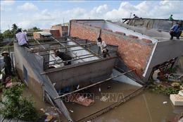 Sạt lở bờ sông tại Đồng Tháp 'nuốt chửng' 5 nhà dân, chia cắt đường dân sinh