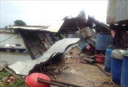 Gần 100 căn nhà ở An Giang bị sập, tốc mái do dông lốc
