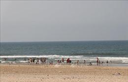 Tắm biển khi trời mưa to, 4 người chết đuối, 2 người mất tích