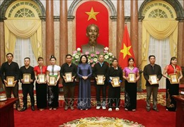 Phó Chủ tịch nước Đặng Thị Ngọc Thịnh: Nhân rộng gương điển hình để xoá dần cái xấu