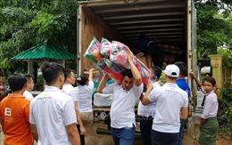 Cộng đồng người Việt tại Myanmar cứu trợ người dân vùng lũ ở bang Mon