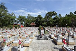 Đại sứ Hoa Kỳ tại Việt Nam viếng Nghĩa trang Liệt sỹ Quốc gia Trường Sơn
