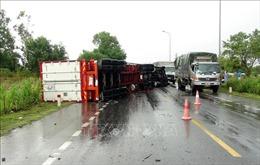 Lật xe container trên quốc lộ 1A đoạn qua Quảng Bình