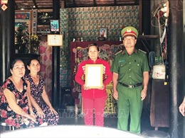 Trao quyết định truy thăng cấp bậc quân hàm cho chiến sĩ Trần Văn Lành