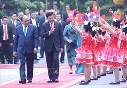 Báo chí Lào đưa tin đậm nét về chuyến thăm của Thủ tướng Thongloun Sisoulith