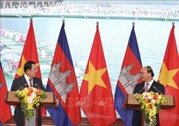 Thủ tướng Nguyễn Xuân Phúc và Thủ tướng Campuchia Hun Sen họp báo quốc tế