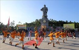 Dâng hương kỷ niệm 231 năm Nguyễn Huệ lên ngôi Hoàng đế