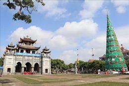 Rộn ràng không khí đón Giáng sinh tại nhà thờ đá độc đáo nhất Việt Nam