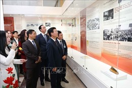 Trưng bày chuyên đề 'Tự hào 90 năm Đảng cộng sản Việt Nam - một chặng đường vẻ vang'