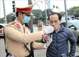 Người tham gia giao thông tại Hà Nội được lựa chọn ống thổi trước khi kiểm tra nồng độ cồn