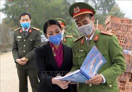 Kiểm tra các chốt kiểm soát dịch bệnh do COVID-19 tại xã Sơn Lôi ở Vĩnh Phúc