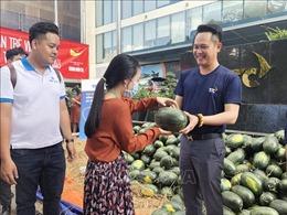 Người dân TP Hồ Chí Minh vào cuộc 'giải cứu' dưa hấu