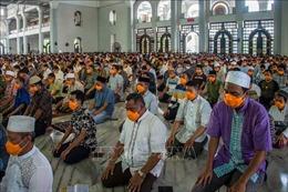 Dịch COVID-19: Indonesia phong tỏa 1 thánh đường, cách ly 183 người hành hương