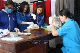 Thanh niên Hà Tĩnh may hàng nghìn khẩu trang phát miễn phí cho người dân