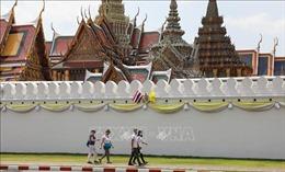 Các nhà sư Thái Lan làm khẩu trang phòng virus SARS-CoV-2 từ nhựa tái chế