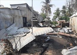 Thăm hỏi, hỗ trợ 7 gia đình bị cháy nhà ở huyện An Phú, An Giang