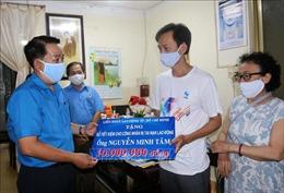 Công đoàn TP Hồ Chí Minh gặp gỡ, động viên công nhân bị tai nạn lao động