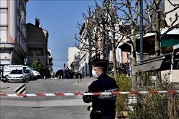 Pháp tiêu diệt đối tượng tấn công bằng dao ở ngoại ô Paris