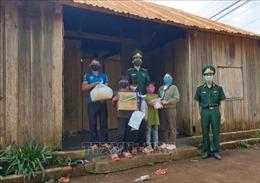 Bộ đội Biên phòng Đắk Nông tặng 2 tấn gạo cho đồng bào nghèo vùng biên giới