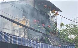 Một chiến sỹ cảnh sát PCCC bị thương khi nỗ lực dập tắt đám cháy nhà