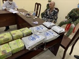 Bắt quả tang vụ vận chuyển qua biên giới hơn 20 kg chất nghi là ma túy