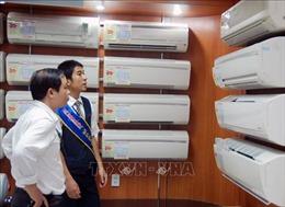 Thị trường quạt mát, máy điều hòa sôi động vì nắng nóng