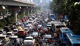 Đường phố Hà Nội sáng đầu tuần ken đặc phương tiện giao thông