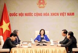 Chủ tịch Quốc hội Nguyễn Thị Kim Ngân điện đàm với Chủ tịch Quốc hội Lào