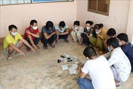 Tạm giữ hình sự 11 đối tượng sát phạt lắc tài xỉu trong vườn cao su tại Tây Ninh