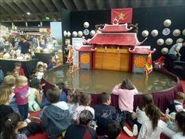 Người 'thắp lửa'đam mê với nghệ thuật múa rối nước