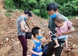 'Né' cách ly, bốn người trong một gia đình lội qua sông biên giới về Việt Nam