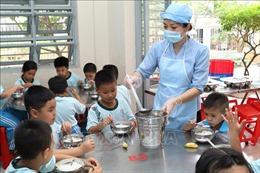 Đảm bảo an toàn thực phẩm trong trường học khi thời tiết oi bức