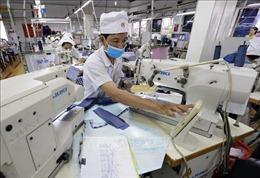 Làm theo khoán sản phẩm có được tạm ứng tiền lương?