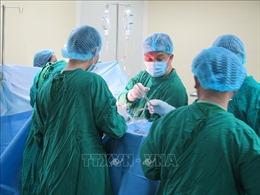 Bác sỹ Bệnh viện Chợ Rẫy trực tiếp phẫu thuật cho các nạn nhân vụ tai nạn tại Kon Tum