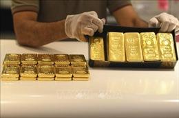Giá vàng châu Á rời khỏi đỉnh 1.980,57 USD/ounce